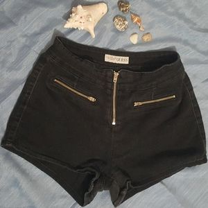 GUESS BLACK DISTRESSED SHORT SIZE 28
